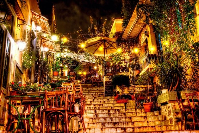 10 Cozy Cafeterias in Greece That Will Warm You Up